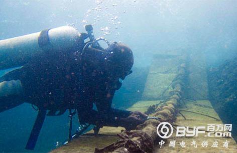 海底电缆的路由勘察   海缆敷设前的电缆路由勘查包括:清理海上